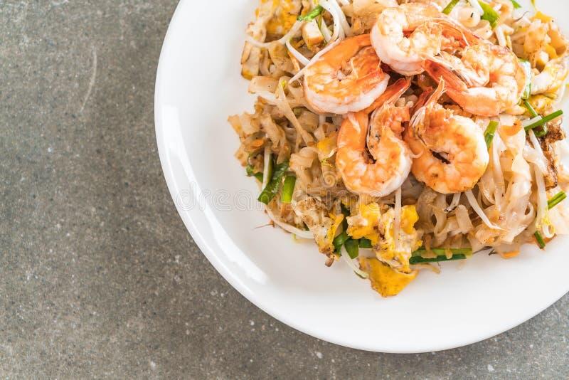 Fried Noodles Pad Thai tailandese con i gamberetti immagini stock libere da diritti