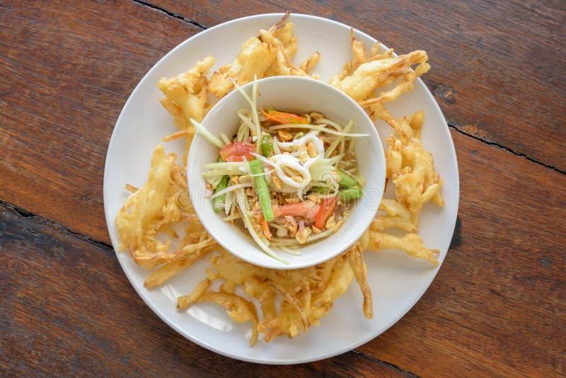 Fried Papaya Salad Recipe Som-Tum Tod lizenzfreies stockbild