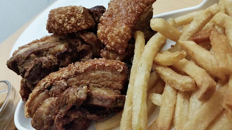 Fried Pork en Spaanders stock foto's