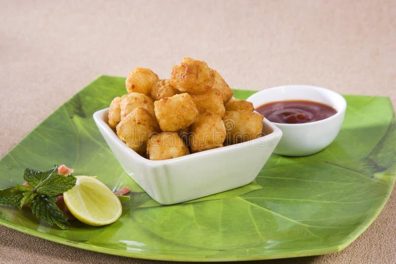Fried Potato Nuggets avec des pommes frites photos stock