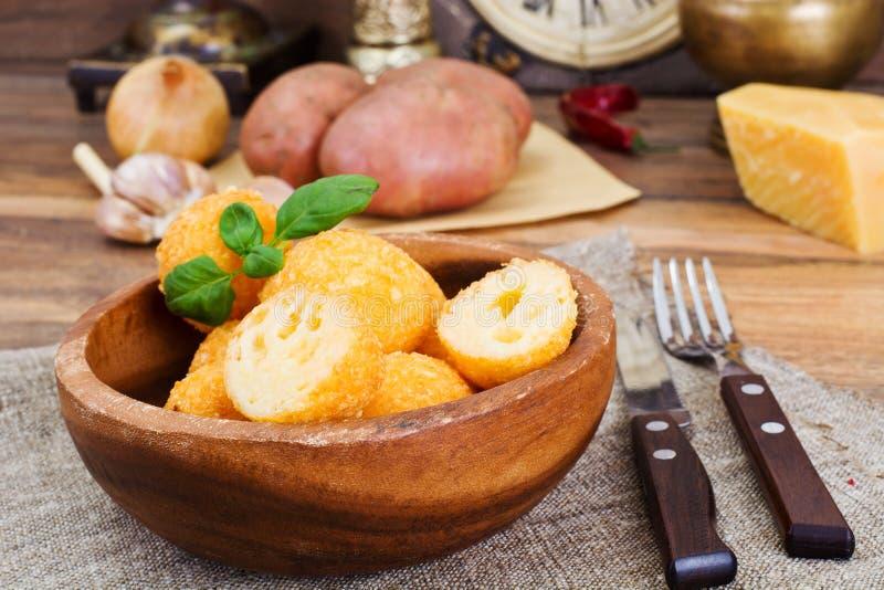 Fried Potato profond, boules de fromage image stock
