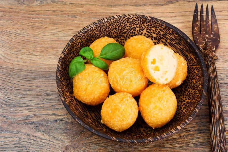 Fried Potato profond, boules de fromage photographie stock libre de droits