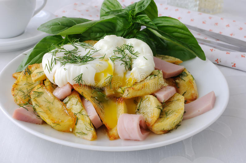 Download Fried Potatoes With Dill And Ham With Egg Stock Image - Image: 26513171