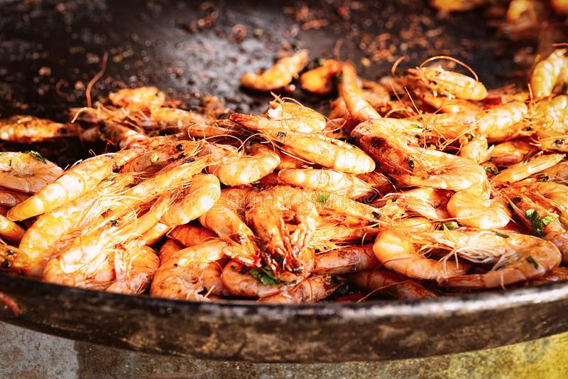 Fried Prawns Seafood sur la casserole photo stock
