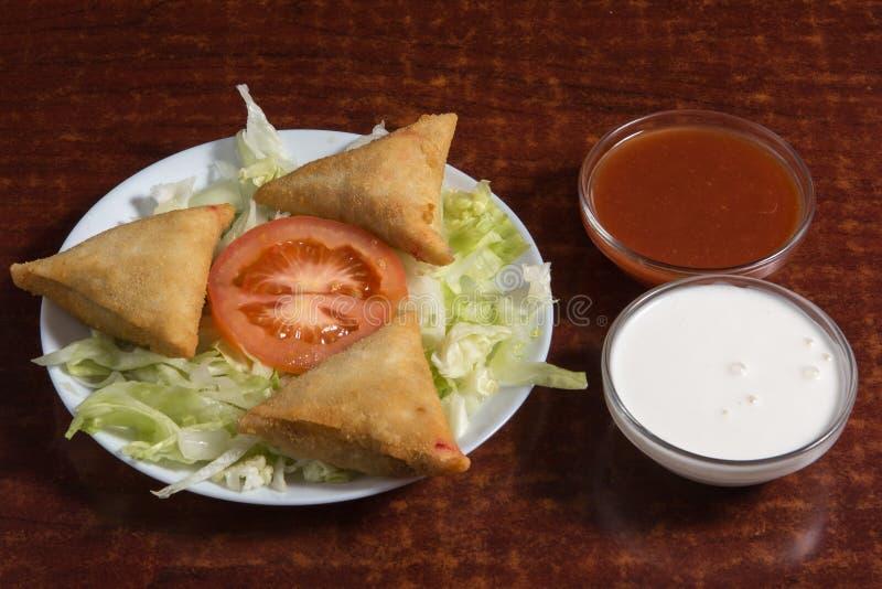 Fried prepared samosas royalty-vrije stock foto's
