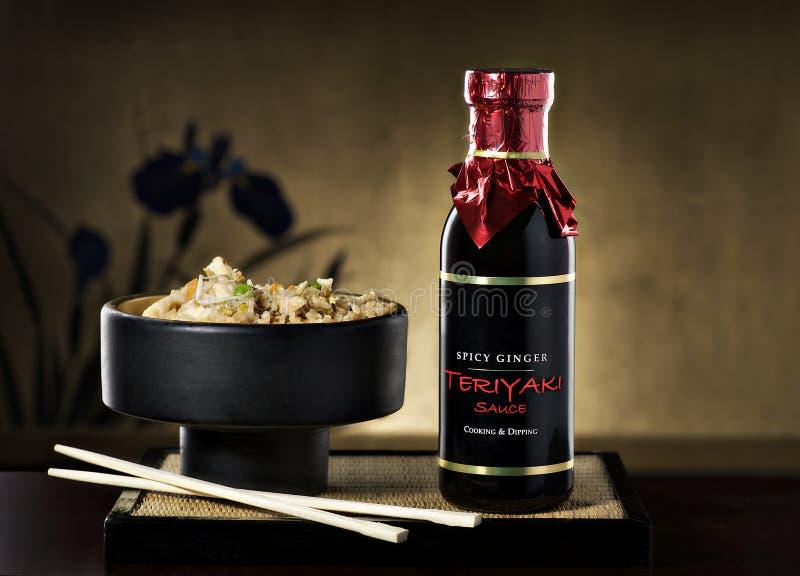 Fried Rice com hashis e molho de Teriyaki fotos de stock royalty free