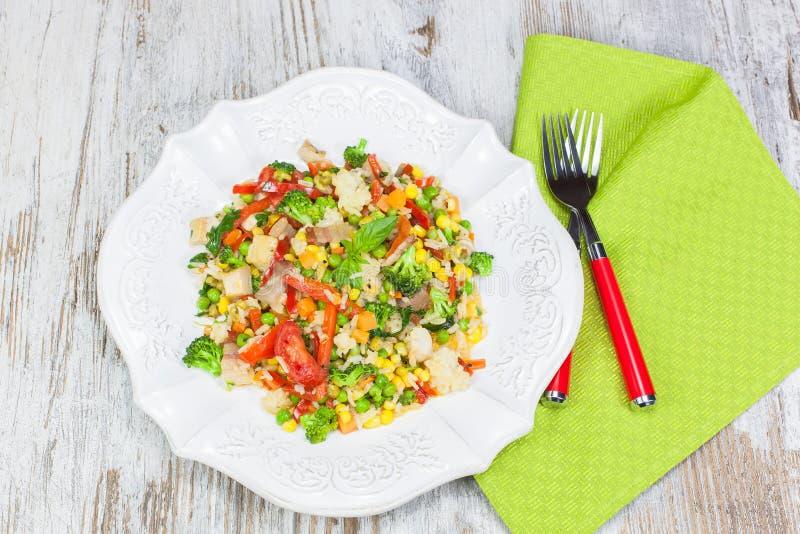 Fried Rice com vegetais e carne imagens de stock