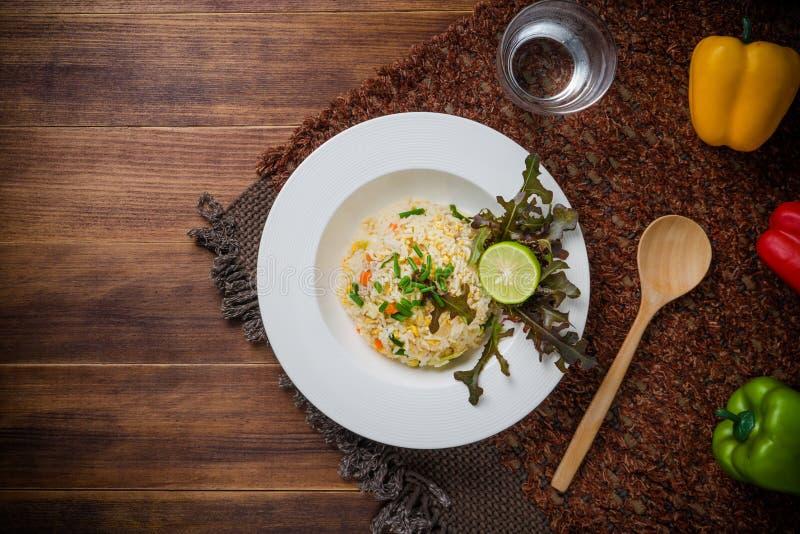 Fried Rice com vegetais e carne fotografia de stock royalty free