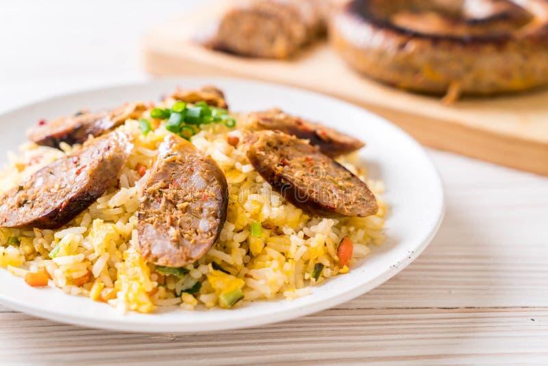 Fried Rice con la salsiccia piccante tailandese di Notrhern immagini stock