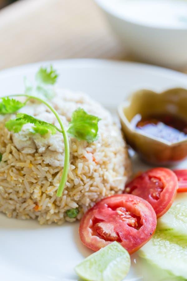 Fried Rice Crab est placé sur un plat Menu thaïlandais célèbre de nourriture image libre de droits