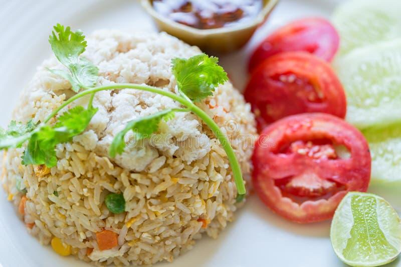 Fried Rice Crab est placé sur un plat Menu thaïlandais célèbre de nourriture photographie stock libre de droits