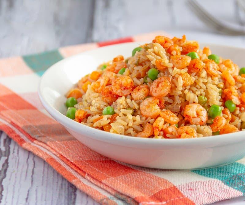 Fried Rice med räka - populär kinesisk mat royaltyfri bild