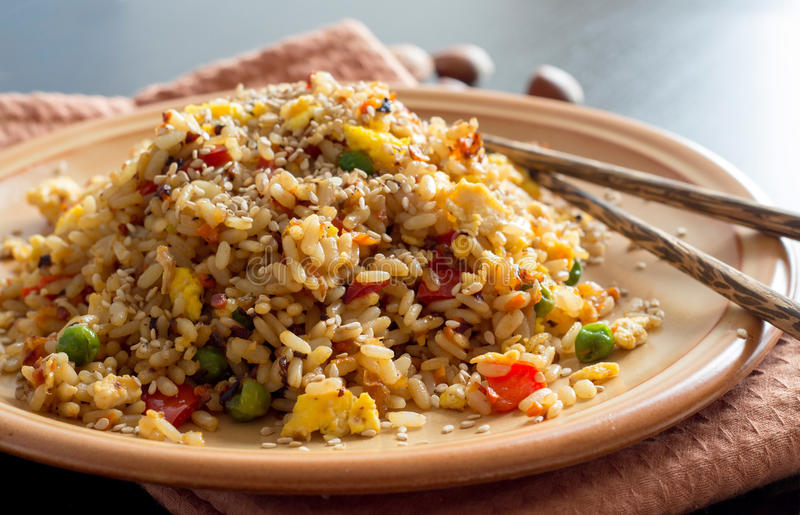 Fried Rice met Groenten en gebraden eieren stock foto's