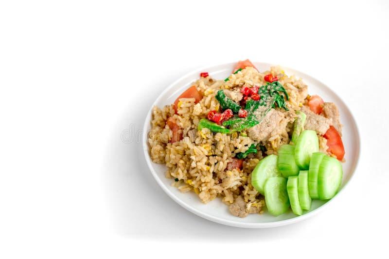 Fried Rice tailandés con el fondo blanco aislado para el espacio de la copia, S imagenes de archivo
