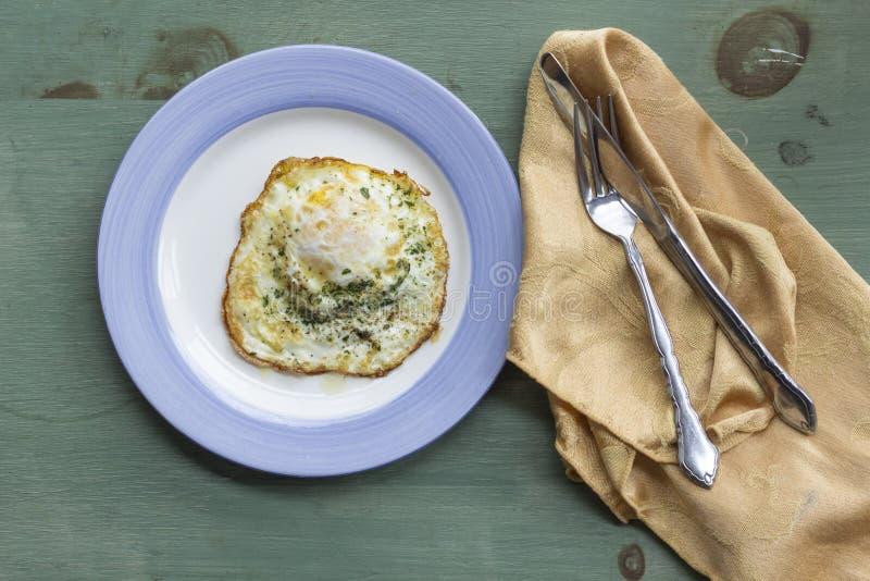 Fried Runny Egg Over Easy fotos de archivo