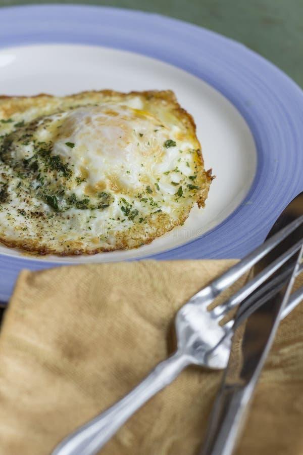 Fried Runny Egg Over Easy fotos de archivo libres de regalías