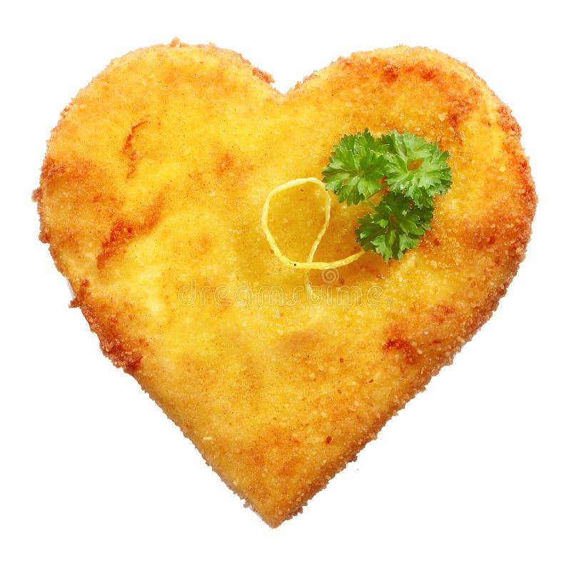 Fried Schnitzel in hartvorm, op wit wordt verfraaid dat royalty-vrije stock foto's