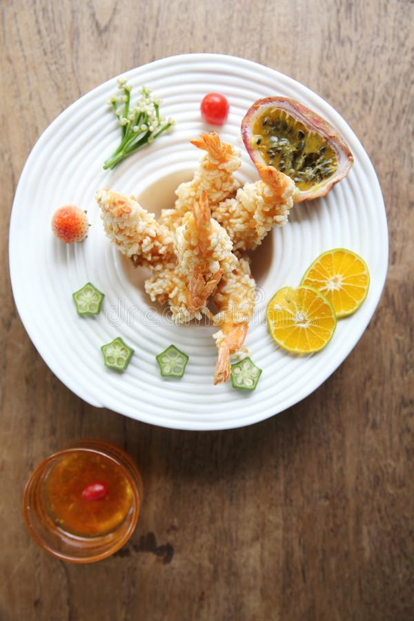 Fried Shrimp i thai stil royaltyfri foto