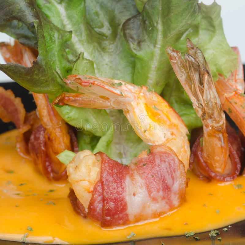 Fried Shrimp Wrapped med bacon arkivfoto