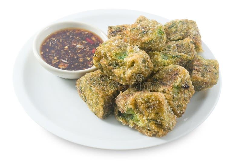Fried Steamed Garlic Chives Dumpling en el fondo blanco fotografía de archivo libre de regalías