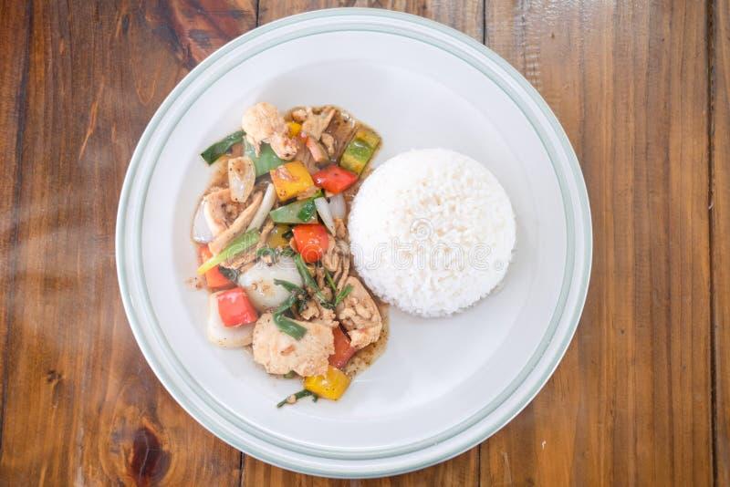 Fried Stir-Huhn mit schwarzem Pfeffer lizenzfreies stockbild