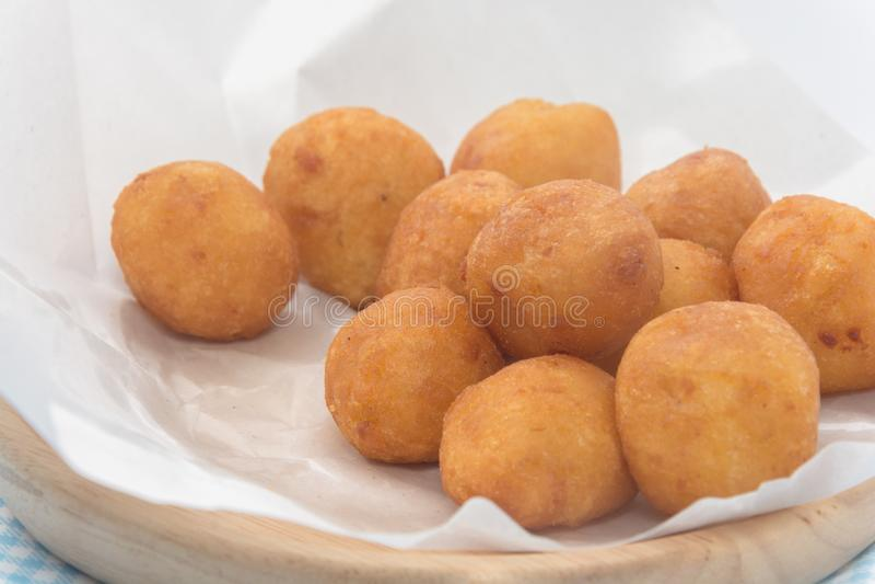 Fried Sweet Potato Balls de plat photos libres de droits