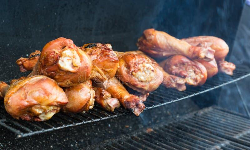 Fried Turkey på gallret arkivfoton