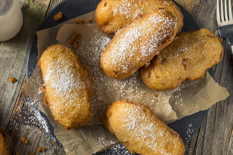 Fried Yellow Sponge Snack Cakes profond fait maison photos libres de droits