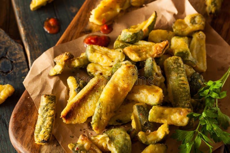 Fried Zucchini Fries hecho en casa fotos de archivo