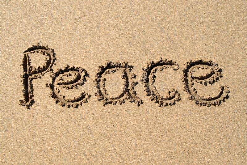 Frieden, geschrieben auf einen Strand. lizenzfreie abbildung