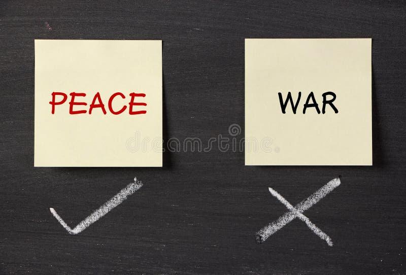 Frieden oder Krieg stockbilder