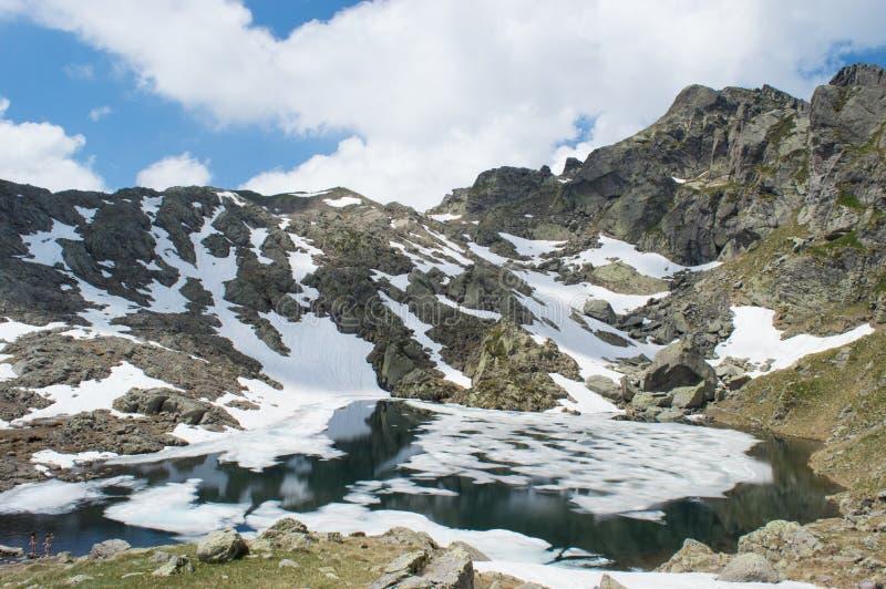 Frieden und Berg stockfotografie