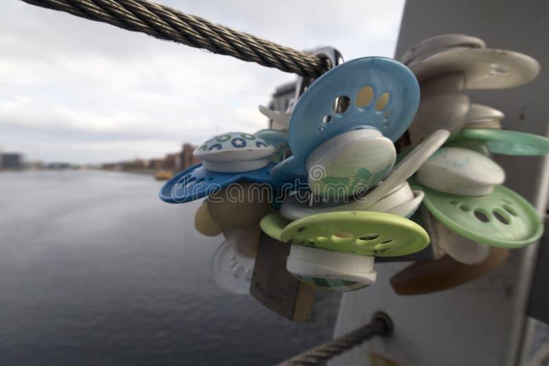 Friedensstifter auf der Brücke lizenzfreies stockfoto