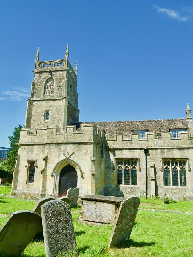 Friedhof und die Kirche stockbild