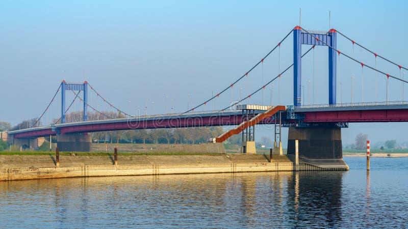 Friedrich-Ebert-puente, Duisburgo, Rin-Westfalia del norte, alemana imagen de archivo libre de regalías