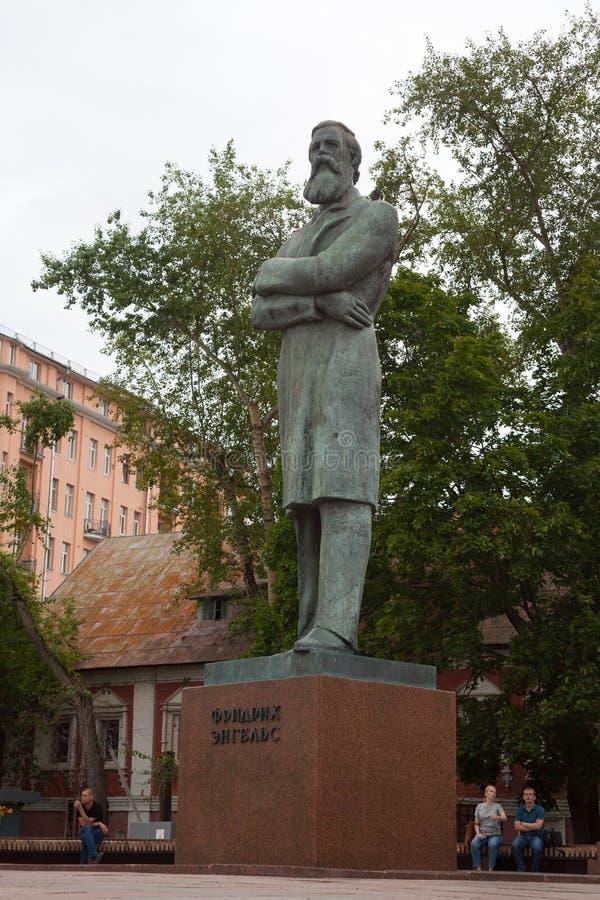 Friedrich Engels monument i Prechistenskie Vorota fyrkant 23 07 royaltyfri fotografi
