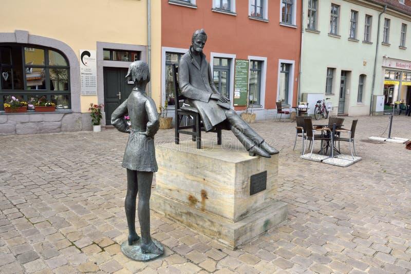 Friedrich Nietzsche-gedenkteken op het Markt-vierkant in Naumburg stock afbeeldingen