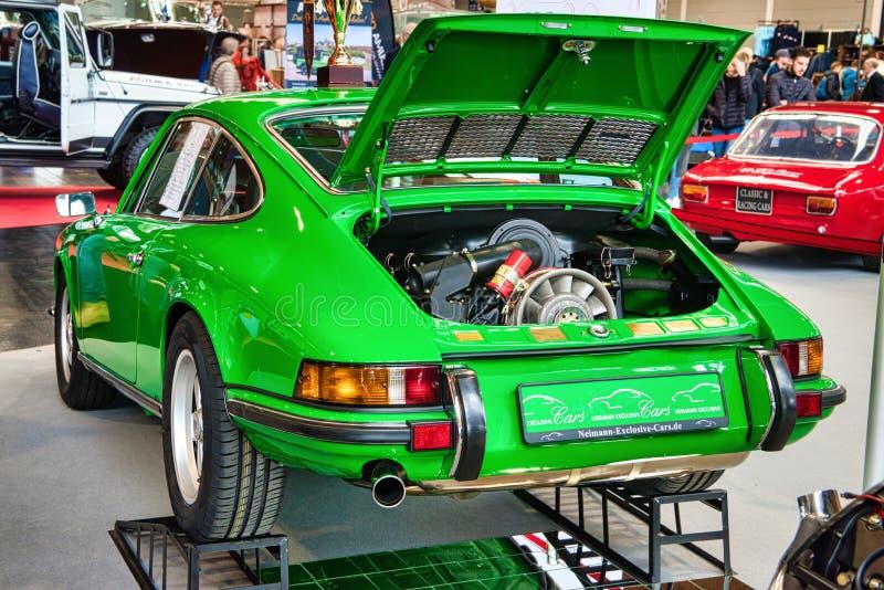 FRIEDRICHSHAFEN - ΤΟ ΜΆΙΟ ΤΟΥ 2019: μηχανή του πράσινου ασβέστη PORSCHE 911 930 964 cabrio CARRERA 4 1990 στους κλασικούς Bodense στοκ φωτογραφία με δικαίωμα ελεύθερης χρήσης
