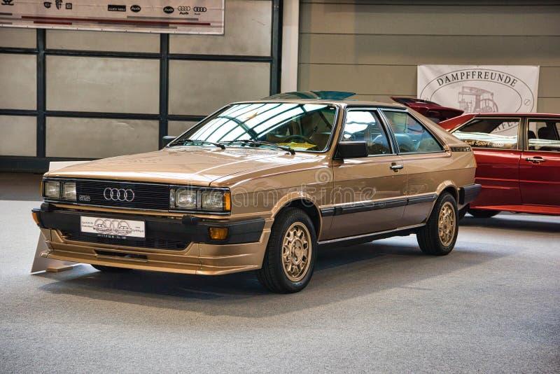 FRIEDRICHSHAFEN - EM MAIO DE 2019: tipo marrom dourado 81 da GT 5S do CUPÊ de AUDI da areia sedan B2 1980 em clássicos Bodensee d foto de stock royalty free