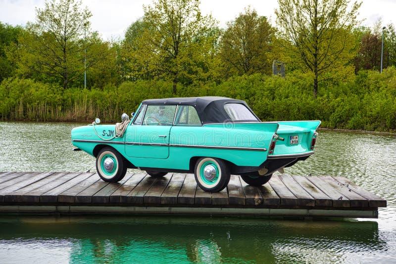 FRIEDRICHSHAFEN - MAGGIO 2019: AMPHICAR azzurrato 770 1961 cabrio ai classici Bodensee di Motorworld l'11 maggio 2019 a Friedrich immagini stock libere da diritti