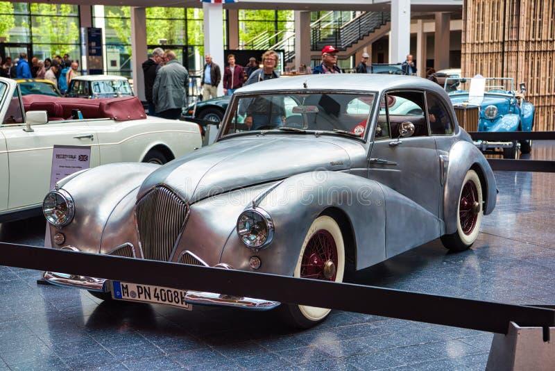 FRIEDRICHSHAFEN - MAGGIO 2019: coupé d'argento 1954 del SALONE di SPORT di HEALEY TICKFORD ai classici Bodensee di Motorworld l'1 fotografia stock libera da diritti
