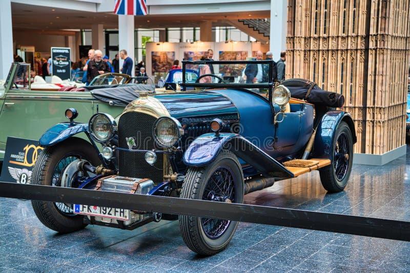 FRIEDRICHSHAFEN - MAI 2019: blaues BENTLEY 3 LITER cabrio offener Tourenwagen 1921 an Motorworld-Klassikern Bodensee am 11. Mai 2 lizenzfreie stockfotos