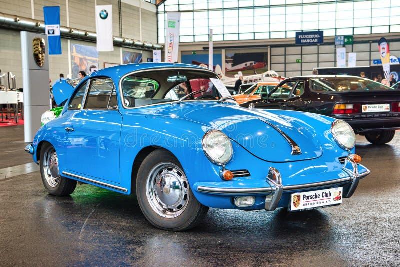 FRIEDRICHSHAFEN - MAI 2019: blaues PORSCHE 356 1948 Coupé an Motorworld-Klassikern Bodensee am 11. Mai 2019 in Friedrichshafen, lizenzfreies stockfoto