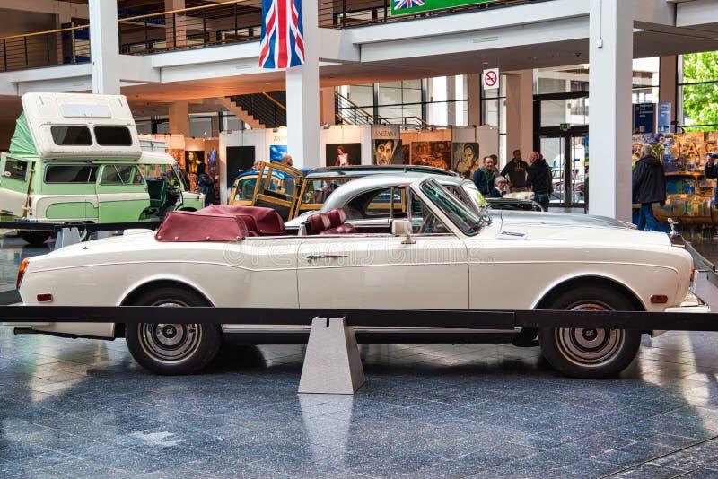 FRIEDRICHSHAFEN - MAI 2019 : cabrio 1986 blanc de ROLLS ROYCE CORNICHE aux classiques Bodensee de Motorworld le 11 mai 2019 dedan images libres de droits