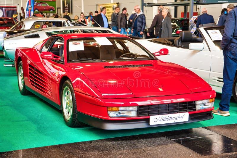 FRIEDRICHSHAFEN - MAI 2019 : coupé 1989 rouge de FERRARI TESTAROSSA F110 aux classiques Bodensee de Motorworld le 11 mai 2019 ded photographie stock