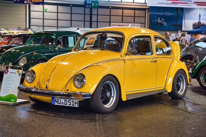 FRIEDRICHSHAFEN - MAI 2019: gelber VW VOLKSWAGEN BEETLE MEXIKO 1984 an Motorworld-Klassikern Bodensee am 11. Mai 2019 herein lizenzfreie stockbilder
