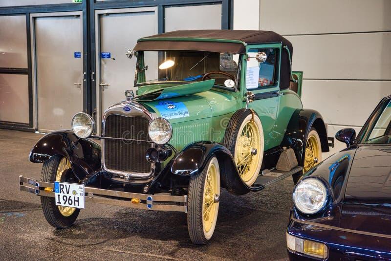 FRIEDRICHSHAFEN - MAI 2019: grünes FORD MODELLIEREN A 1927 an Motorworld-Klassikern Bodensee am 11. Mai 2019 in Friedrichshafen,  stockbild