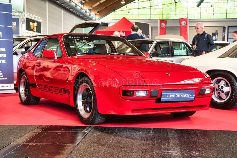 FRIEDRICHSHAFEN - MAI 2019 : PORSCHE rouge 944 1986 coupés aux classiques Bodensee de Motorworld le 11 mai 2019 à Friedrichshafen photos libres de droits