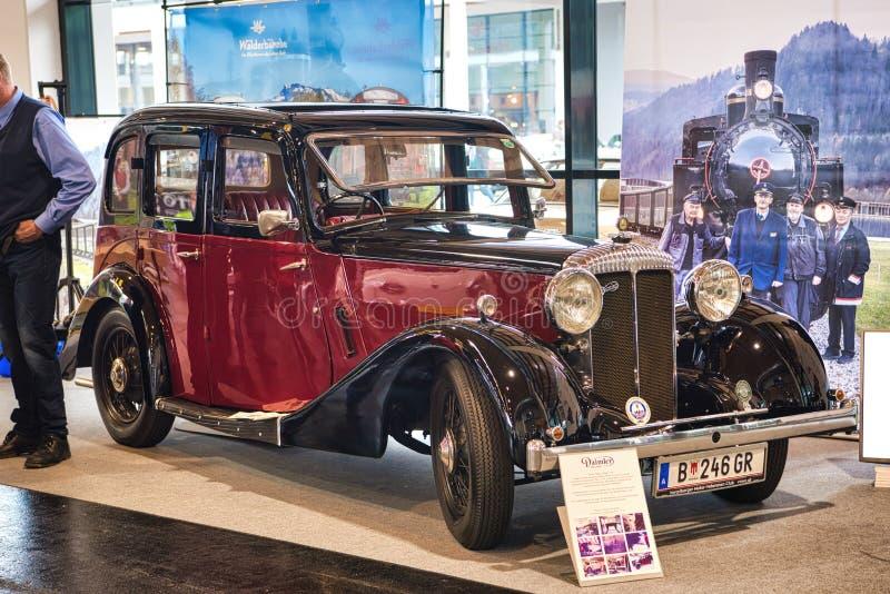 FRIEDRICHSHAFEN - MAI 2019: schwarzes kastanienbraunes DAIMLER FÜNFZEHN 1937 an Motorworld-Klassikern Bodensee am 11. Mai 2019 in lizenzfreies stockfoto