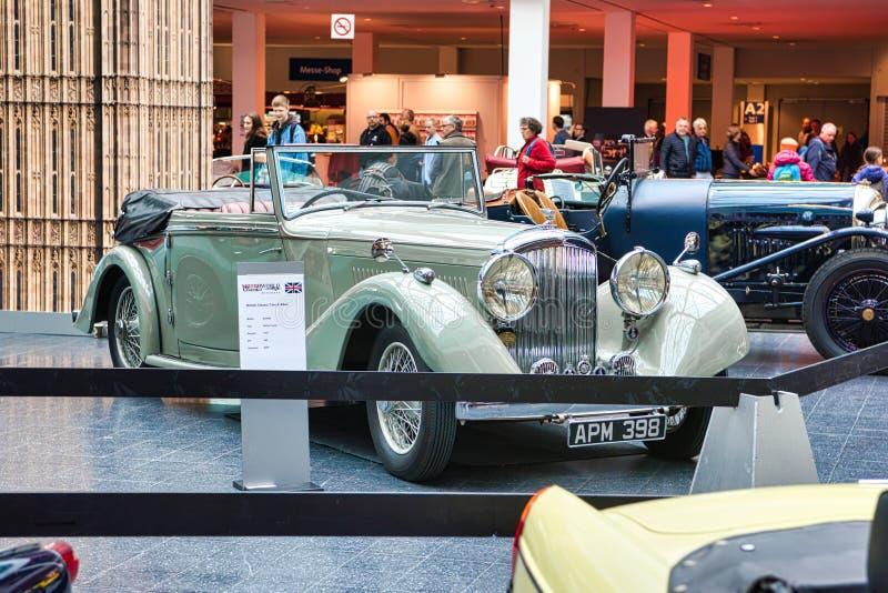 FRIEDRICHSHAFEN, MAJ - 2019: beżowa BENTLEY derby TOURER cabrio 1937 terenówka przy Motorworld klasykami Bodensee na Maju 11, 201 fotografia stock